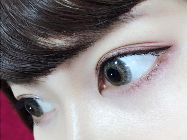 〜下瞼〜 ④を全体に塗る。 ②をまつげの生え際わを埋める様に塗る(全体に) ③を目尻の2/3に塗る。  〜アイライン〜 インラインはまつげの間を埋める程度、目尻からは、目の形に沿って3mm程度伸ばす。  インラインは柔らかくて引きやすいペンシルライナー、目尻はリキッドライナーで書きました、、、