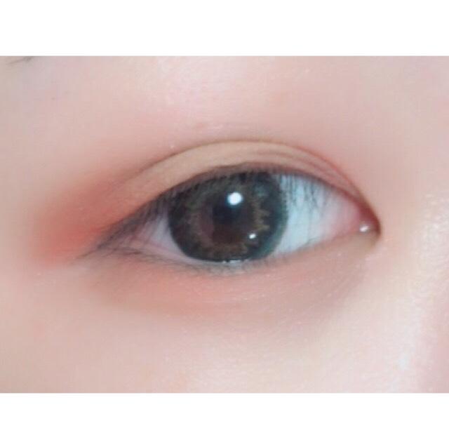 赤みブラウン系のパレットを使って縦グラデを使っていきます  目尻に乗せる締め色はいつもよりすこし強めにします  下まぶた目尻にも同じ色をすこしだけ