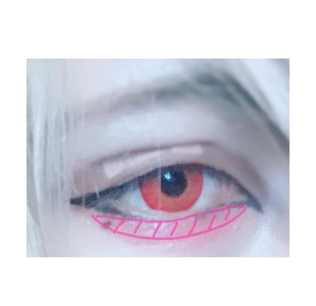 涙袋に赤っぽいカラーを薄く塗ります! これで完成です!! 写真にはあまり写ってないのですが眉毛を目に近づけていつもよりオーバーめにノーズシャドーをいれたらよりいい感じになると思います◎