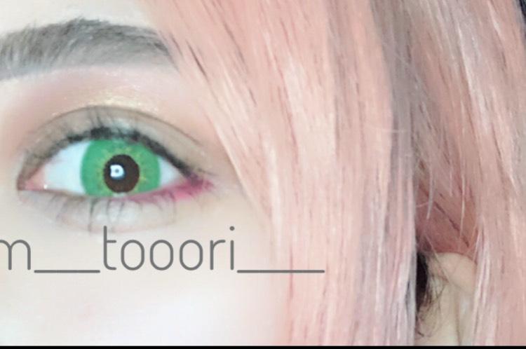 目尻のピンクはキャンドゥーのものです。 適当に目尻に足しました。コツはありません。
