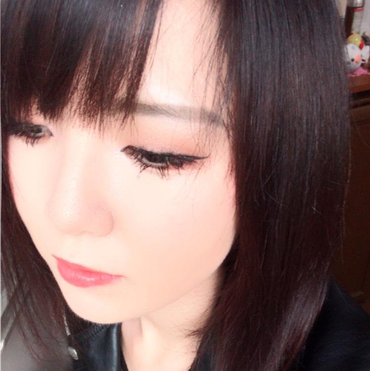 髪色って飽きない??  私は絶対黒でいい!て思ってたけど結局飽きちゃって髪を明るくしようと決めました(´-ω-`)