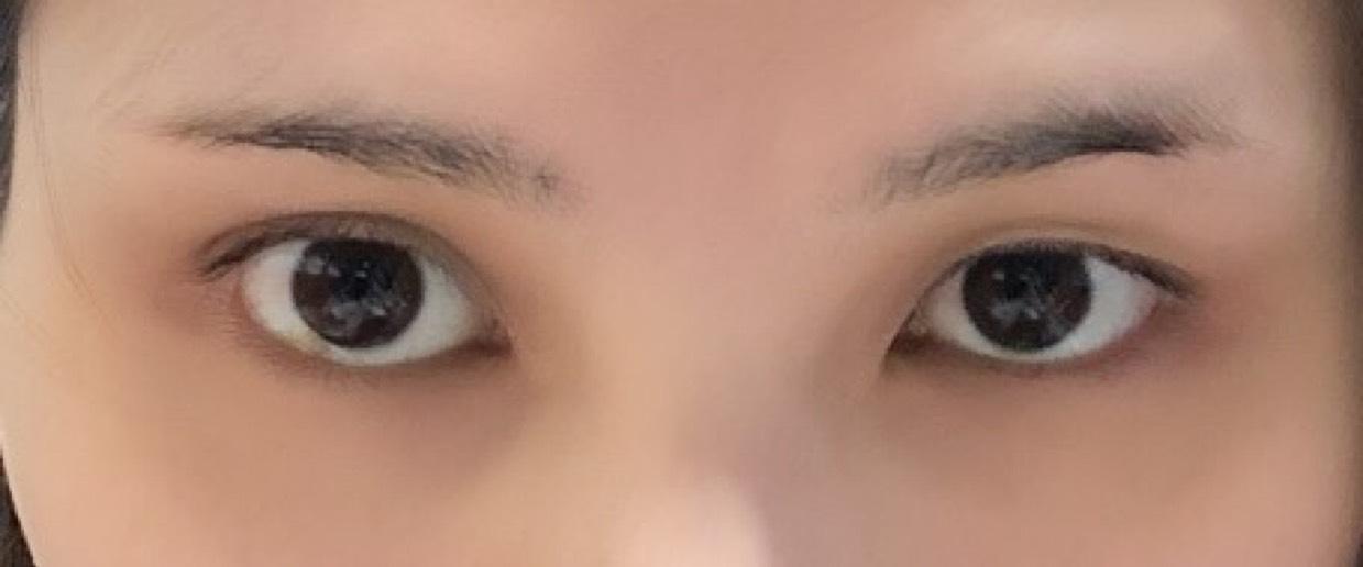 調子が悪いと左目が奥二重なのか一重なのかわからないくらいになるので右目に合わせます。