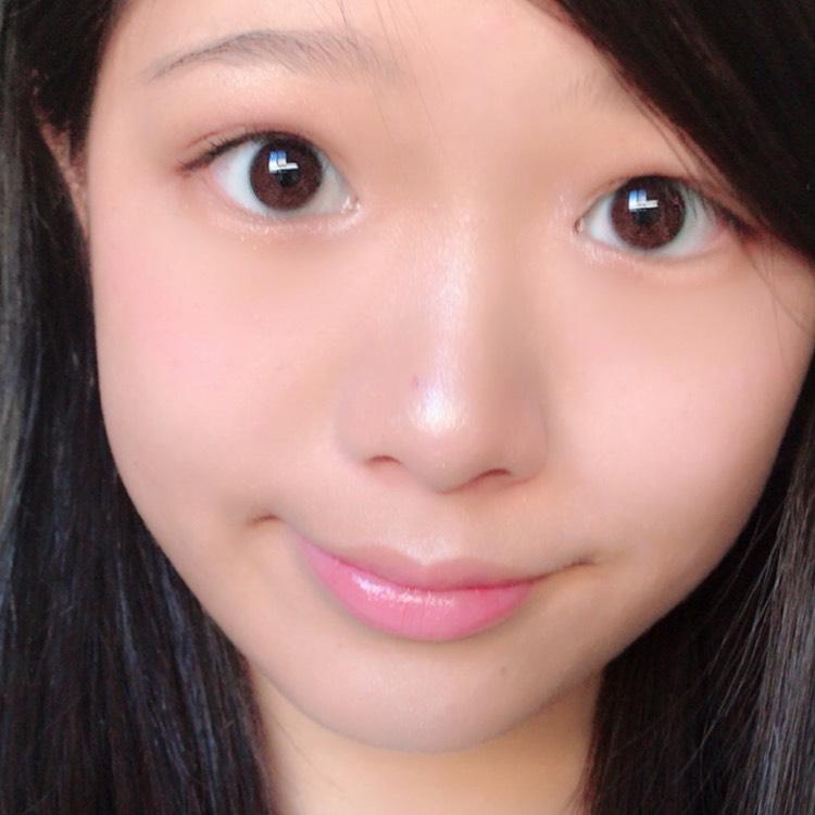 鼻、眉下唇の上の部分顎にハイライトを入れます。ビューラー、マスカラリップを塗れば完成✨