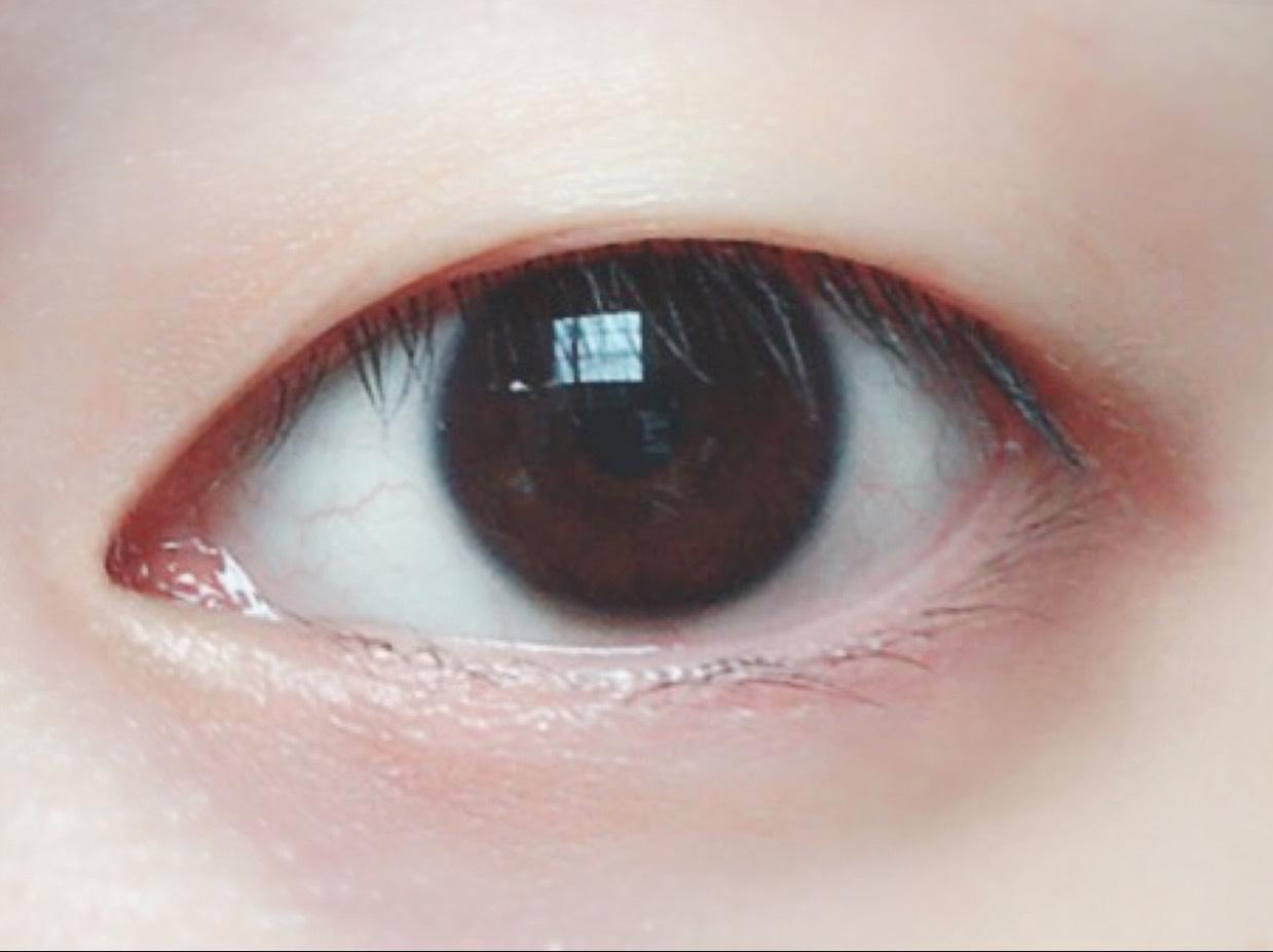 まず、すっぴん一重の目を用意します。