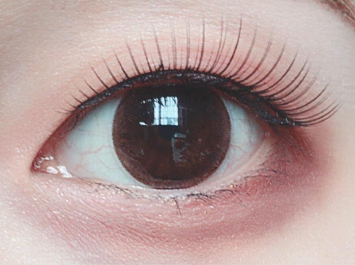 ビューラー マスカラ つけまつげ  を付けます。  瞼は薄いけどもう完全に瞼伸びてるので、つけまで瞼持ち上げないと二重にならないタイプです。つけま必須…