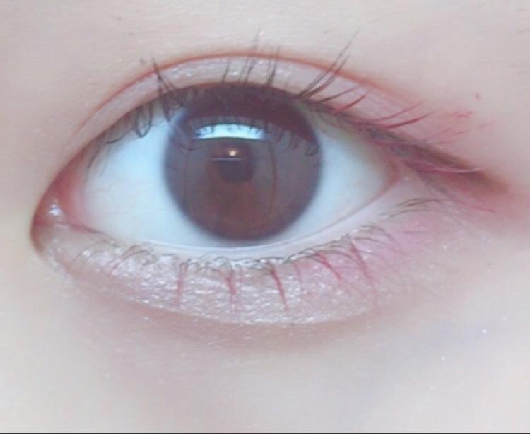 赤のカラーマスカラ  まつげの目尻側と下まつげ