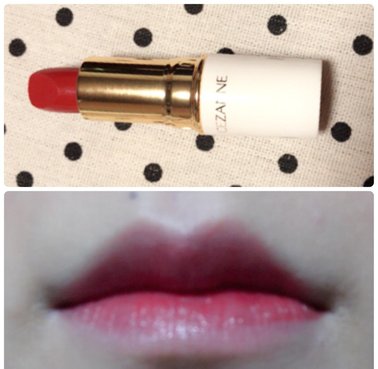 セザンヌのリップを唇の内側に塗り、指で外側にぼかしていきます。