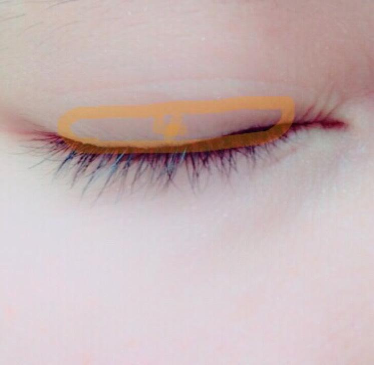 4番目の色を 目のキワにのせます! シャドウの境目は しっかりとぼかし グラデーションを 綺麗に作りましょう!