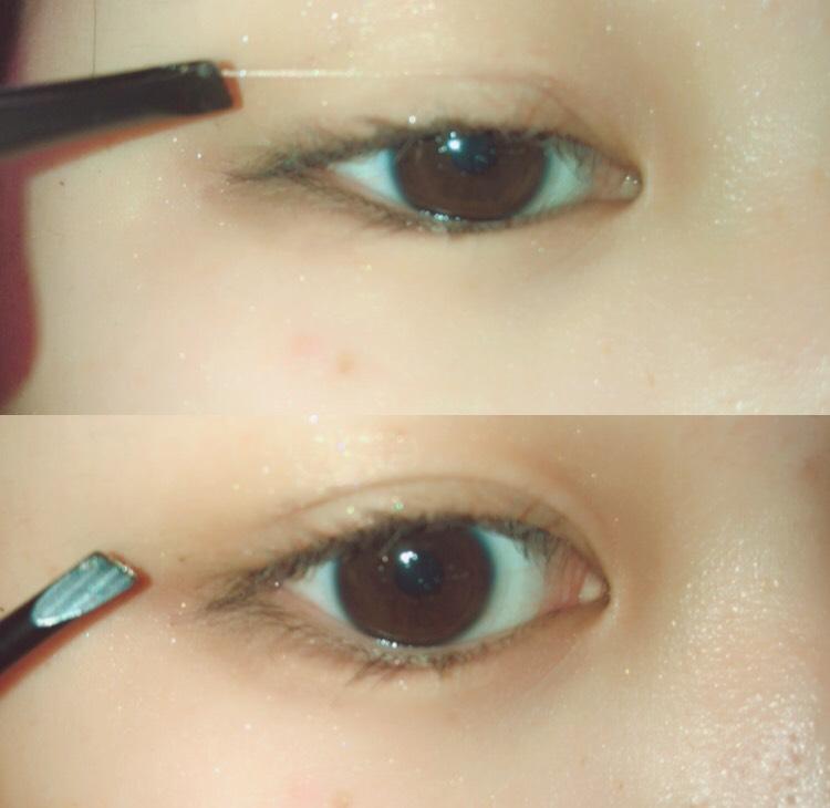すごく分かりにくくて申し訳ないのですが絆創膏で二重を作る時はこんな風に、薄く切ったものを目頭に置き、そこからピンセットで軽く伸ばしながら目尻側まで持っていってます!  わたしは目頭側が特にあがりにくいので、こうすることで目頭側の絆創膏が太くなり、上がりやすくなります!