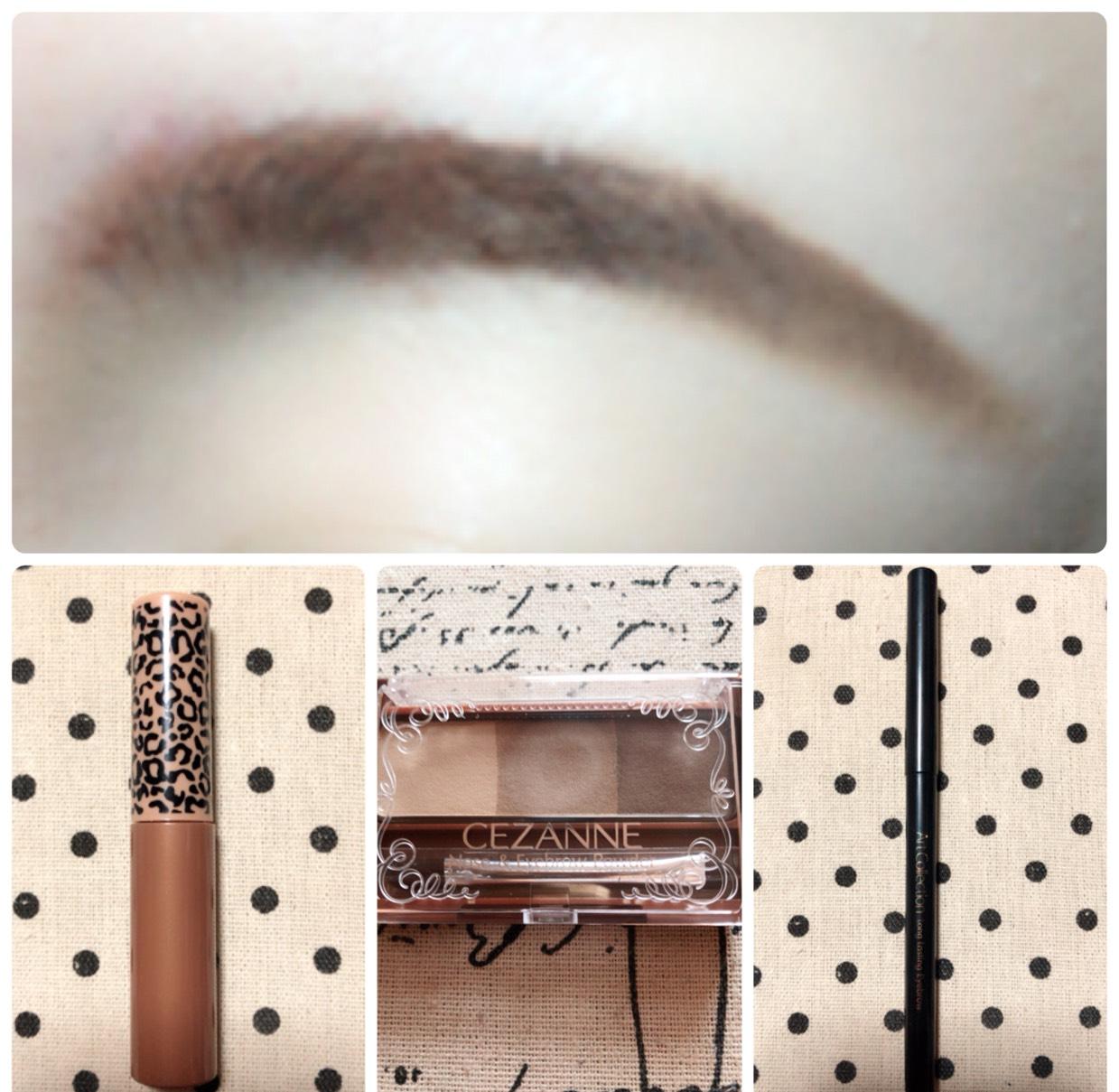 自眉毛に眉マスカラを塗り、眉尻をペンシルで大まかにラインを書いてからアイブロウパウダーで眉尻を書きます。