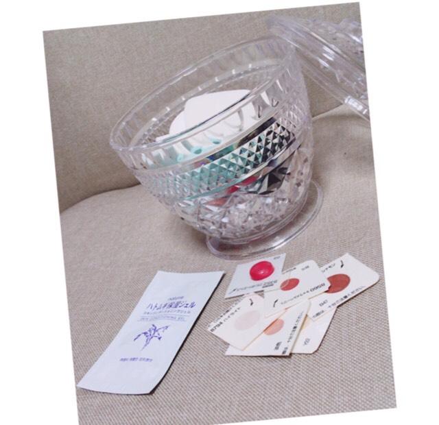 試供品や、パフ綿棒などは、可愛いらしいダイソーのケースで収納108円