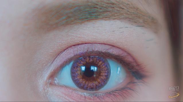 カラコンです。  紫と明るめのブラウン(オレンジ)が入っていてとても可愛らしい色です。 発色もすごく良くて、瞳も綺麗に、自然に大きく見えます。