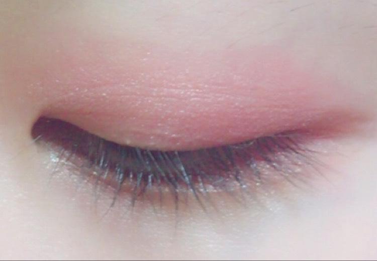 目を閉じたらこんな感じで、目尻側にかけて濃くなる感じでやると◎