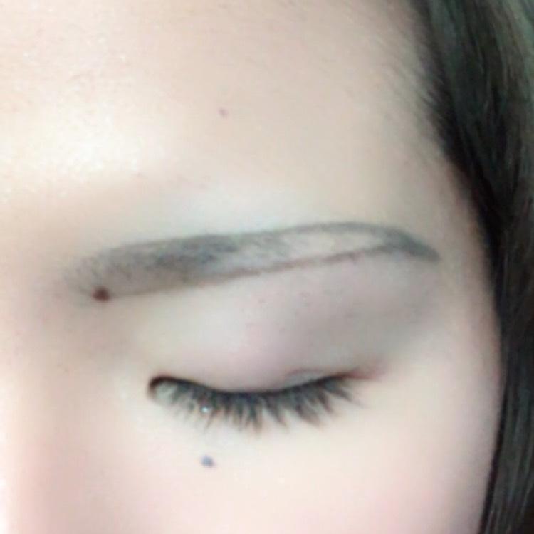 あ、眉毛忘れてました。  アイブロウペンシルで眉毛を描いたら中をパウダーで埋めるだけです(* ॑꒳ ॑* )⋆*