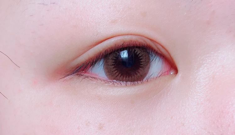 色素薄い系になれるカラコン、!  元々の目が真っ黒なので心配だったんですけど透けることなくしっかり発色してくれました◎