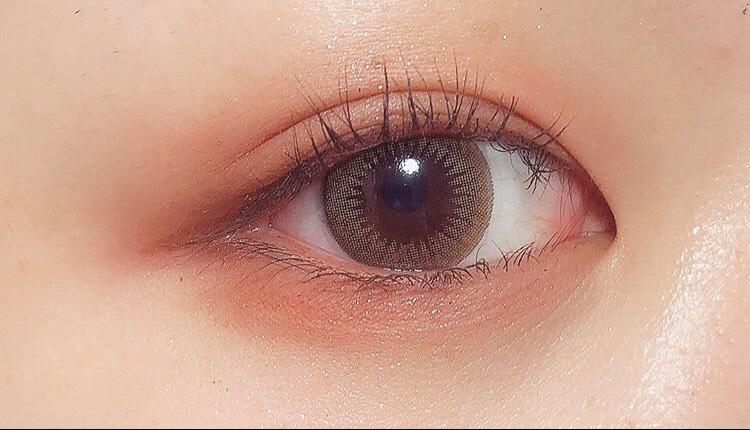 透明感があるというよりはしっかり瞳に色をつけてふんわりとした印象にしてくれます