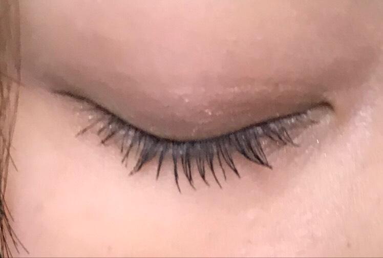 ・マスカラ  中央にたっぷり塗ります。マスカラで目の印象が結構変わると思うので丁寧に‼︎  かわいい系→真ん中たっぷり  綺麗め→目尻側をたっぷりめ