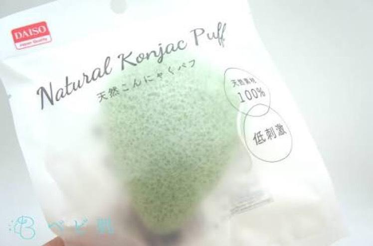 ○洗顔○ 顔全体を濡らしてダイソーのこんにゃくパフでくるくると擦ります