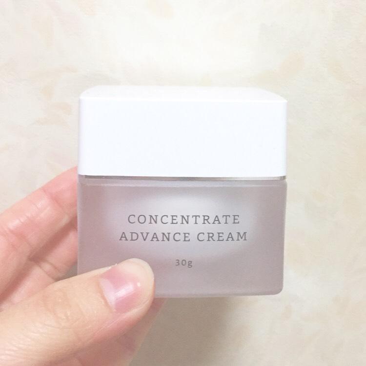 クリーム  「RMK コンセントレート アドバンスクリーム」 薬指第一関節までに軽くつけるくらいの量を取り顔に伸ばします