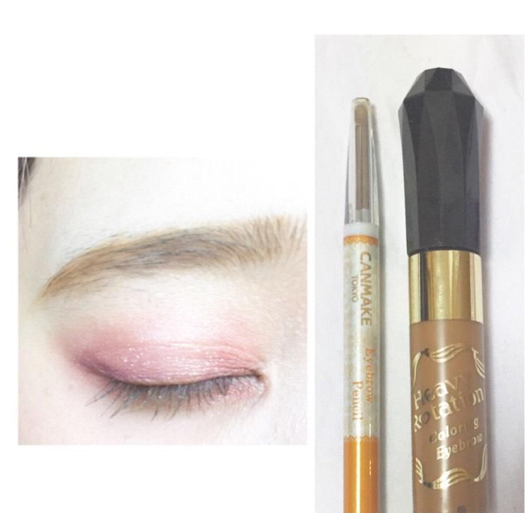 ペンシルで平行に眉毛を書き地肌につけないようにアイブロウマスカラをします
