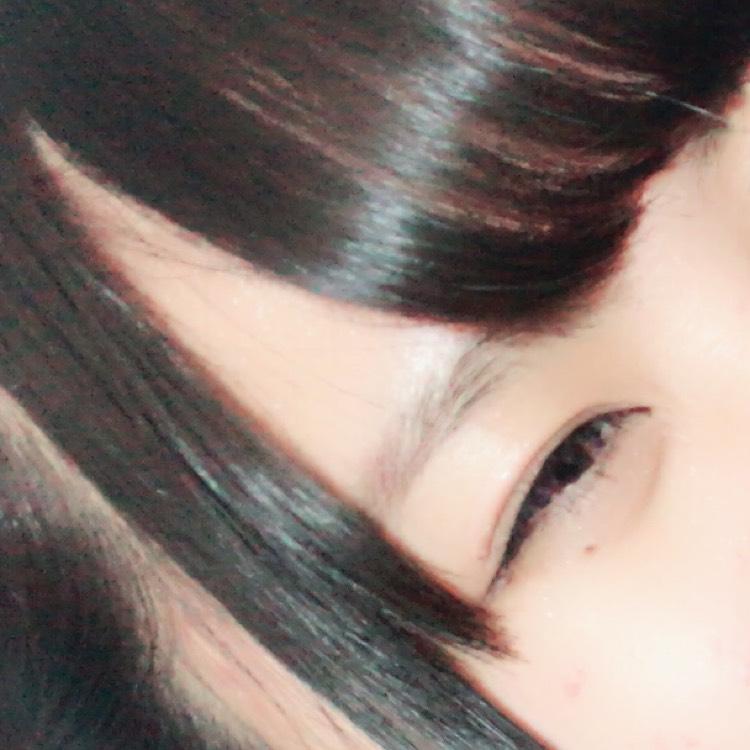 眉毛の形に沿ってささっと描く。