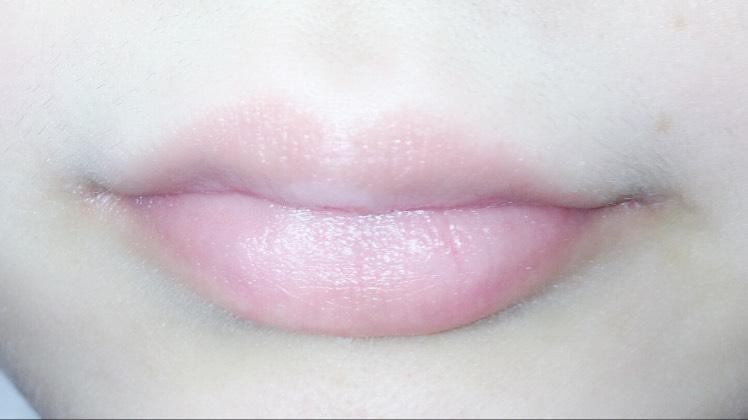 私の唇は乾燥しているのでメンタムをたくさん塗ります