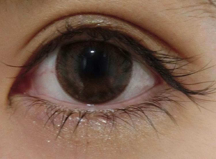 クレバー装着(^^)  レンズ単体で見るよりも自然なブラウンです✨裸眼を一回り大きく見せてくれて、ぱっちりします!! このレンズのすごいところは私の目に合っているのか、全然乾かなかったところです!