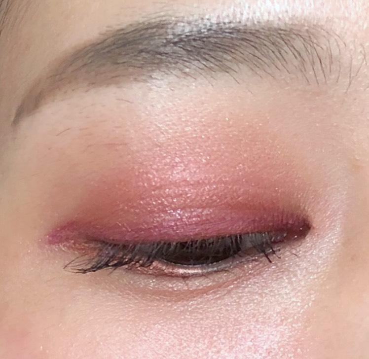 赤からピンク、ハイライトカラーまでのグラデーションは、ブレンディングブラシできれいにぼかします