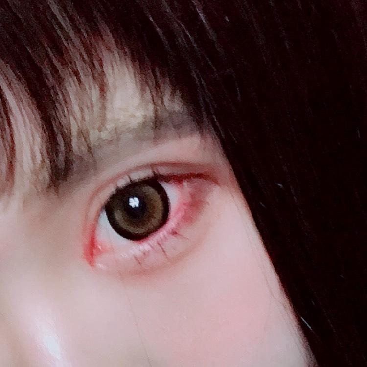 眉毛は自分の眉毛よりも下に黒でナチュラルめに書きました〜( ̄・ω・ ̄) 平行眉意識ですかね。。。。。 アイシャドウはブラウンとベージュ系でまとめます( ˙³˙)( ˙³˙)( ˙³˙)