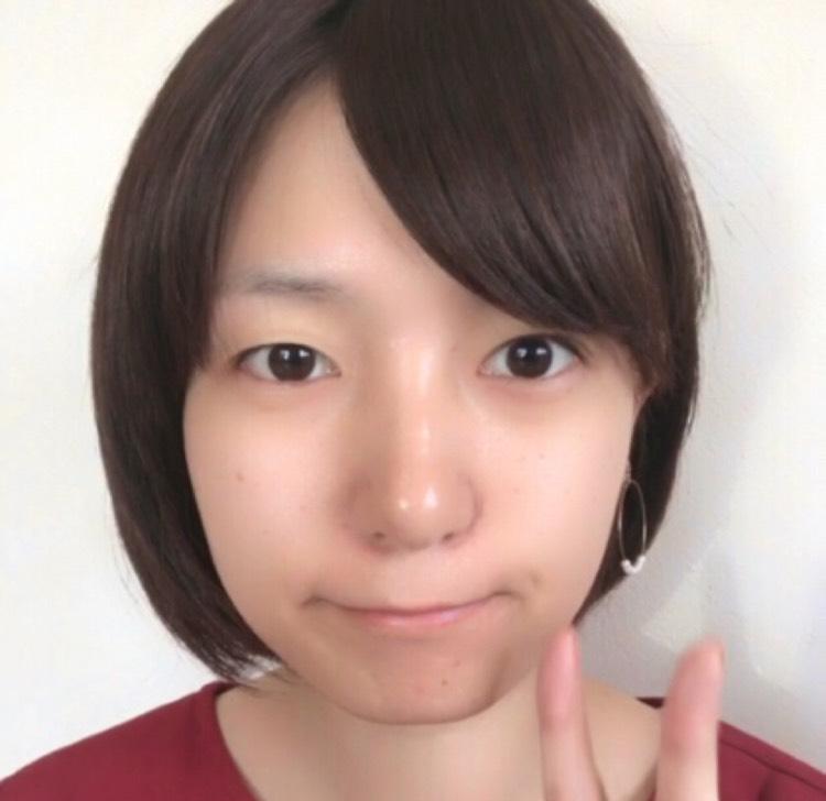 赤シャドウを使った韓国風メイクのBefore画像