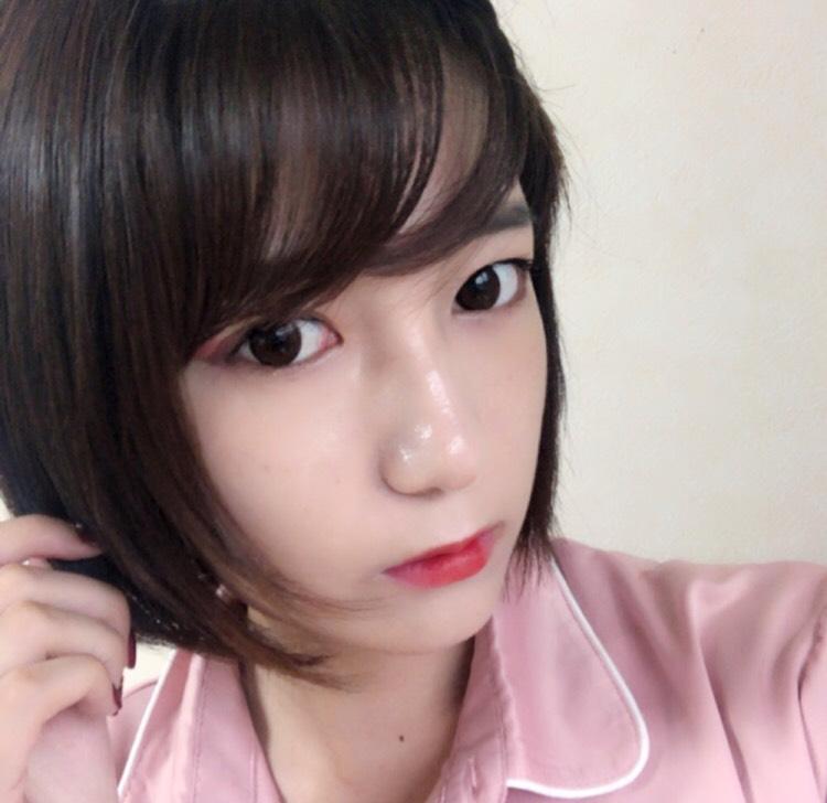 赤シャドウを使った韓国風メイク
