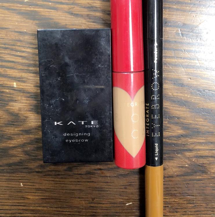 アイブロウはこちらを使用します。 右から ケイト デザイニングアイブロウ インテグレート ニュアンスアイブローマスカラ BR774 インテグレート ビューティーガイドアイブローN  普段通りに眉を描いていきます。