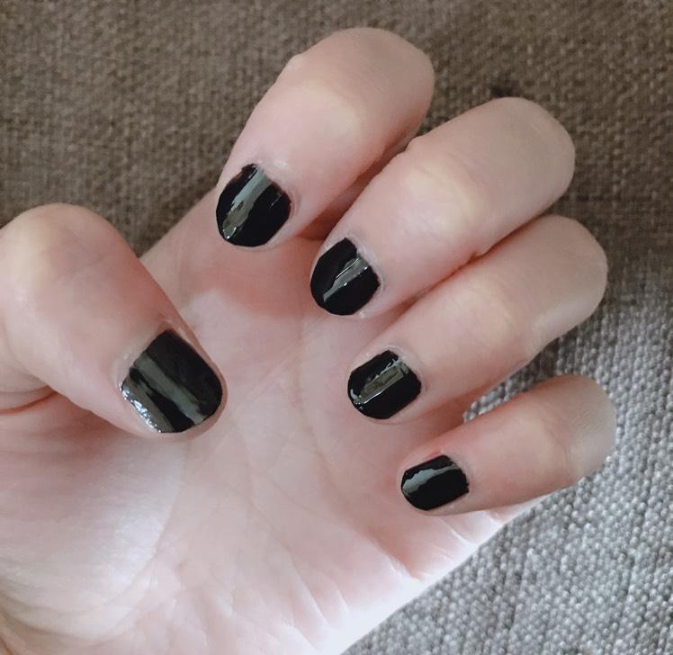 黒でベタ塗りします。