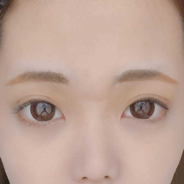 ベース↓↓↓ ◎Paul & JOE 化粧下地 ◎media トーンアップベースグリーン ◎マシュマロフィニッシュパウダー を順に塗ります  眉毛を少し下げ気味にかいて、 自眉の部分に眉マスカラを塗ります。  二重幅を少し広めにして二重を作ります。