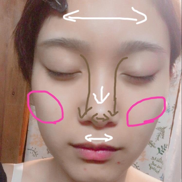 白い部分にはハイライター、茶色の部分にはノーズシャドウを入れる。 鼻のハイライトは鼻先まで入れないのがポイント。 上唇に沿ってハイライトを入れるとぽってりした唇に。 チークは気持ち薄めに、シェーディングを入れるように斜めに入れる。 (見苦しいニキビ跡ごめんなさい)