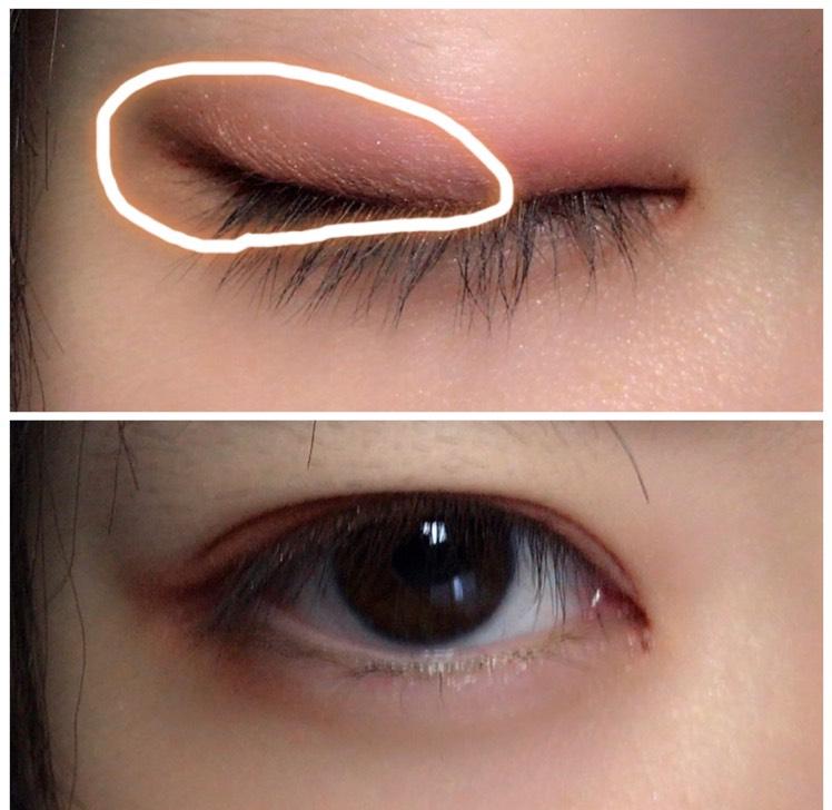 次に、目尻に茶色いシャドウをのせます。 目の下にかかるように、「く」の字を意識すると いいと思います( ¨̮ )
