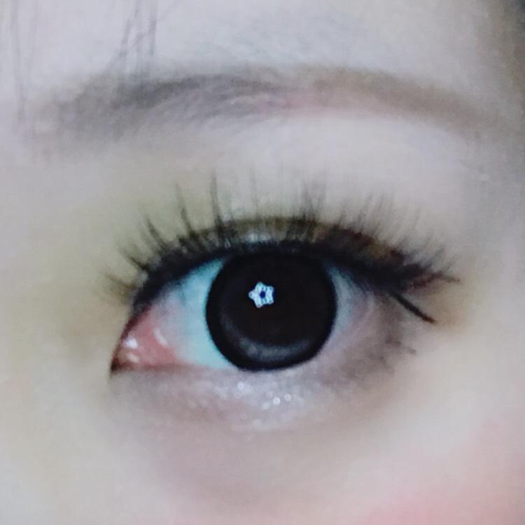 眉毛はパレットの茶色と緑を混ぜて描く。 描けたら完成