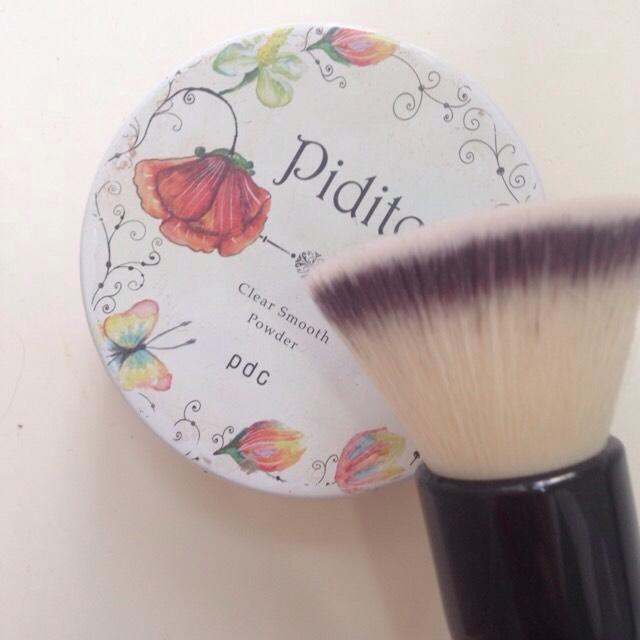 フェイスパウダー pdc pidite(フローラルの香り) ブラシでとって薄く伸ばしてテカリを防止します。