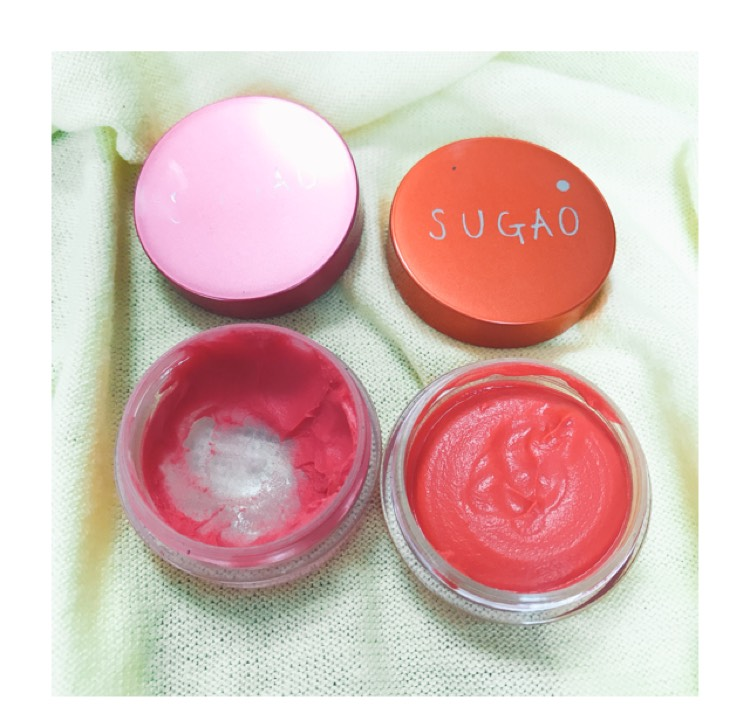*チーク* おフェロに重要なチークは SUGAOの【はなやかピンクといきいきオレンジ(各1000円)】  SUGAOがない方は キャンメイクのクリームチーク(580円)】もオススメです(^^)  まず、はなやかピンクを目の下 頬の高い位置にポンポンとぼやかしていきます。  その次にいきいきオレンジ(左)を横にポンポンと伸ばして馴染ませていけば完成です!