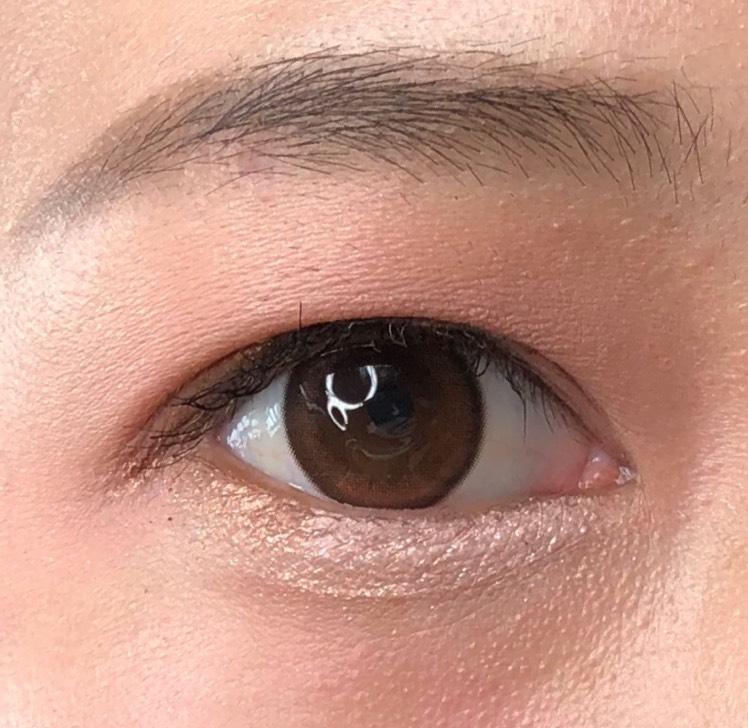 目頭にホワイトパールを入れることで目元が明るくなります シンプルながら、女の子らしい目元になれるポイントです