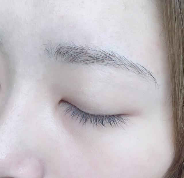 *すっぴん眉毛    本当に整えるの苦手    で...汚くてすみませ      ん。。