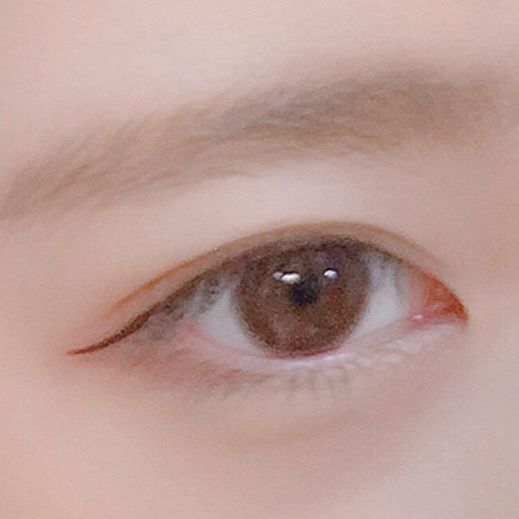 アイラインは目に沿ってタレ目に。 細めに書きます。  睫毛はビューラーで上げたあとマスカラ→デジャヴュのロングタイプ ブラウンを上まつ毛と下まつ毛黒目の下に薄く塗りました。