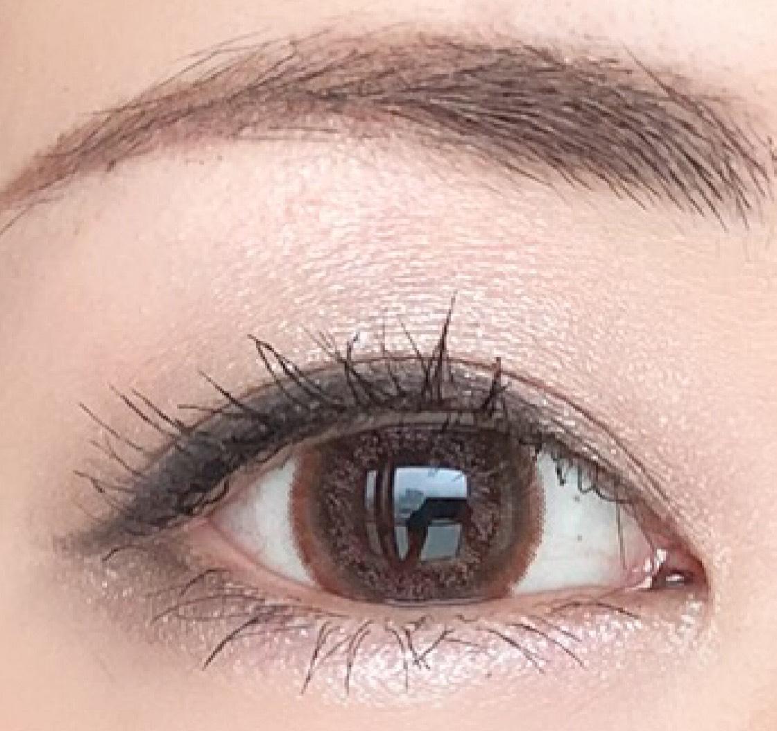 Aをアイホール全体と 眉下まで薄く広げる 涙袋目頭側2/3にものせる  Bをアイホール全体に広げる  Cを二重幅にのせてぼかす 涙袋目尻側1/3にものせる
