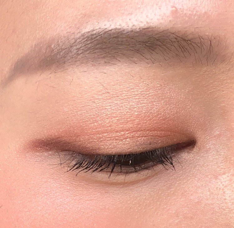 奥二重なので、ラインは目尻のみでOKです 目のきわに濃い色をのせると逆に目が小さく見えてしまうので