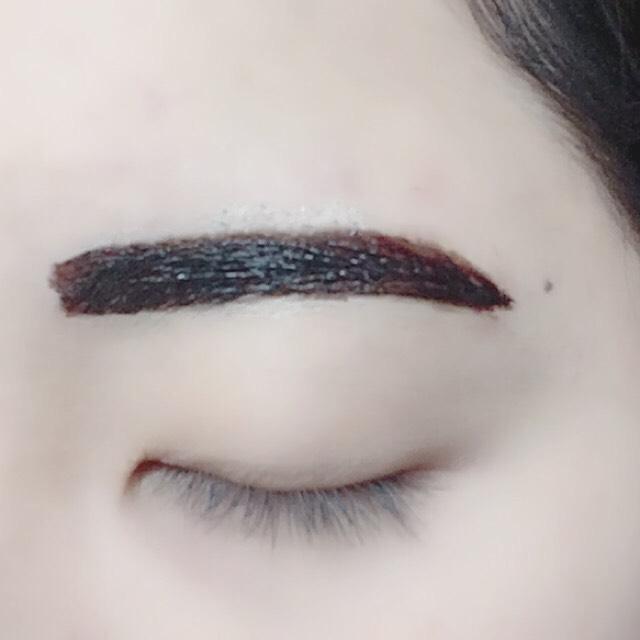 眉ティントはこんな感じ! 15分くらい乾かして、剥がしてから眉マスカラを塗ればおっけい☺︎ 乾かしてる間にリップとアイメイクをしちゃおう!