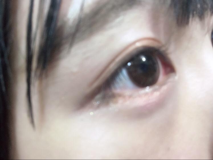 手順⑤でピンクのアイシャドウを下まぶたの際に塗りましたが、次は黒目の下に「マテリアルガール」をさっきより広めに入れていきます。 ⚠️涙袋をぷっくりさせるイメージで!