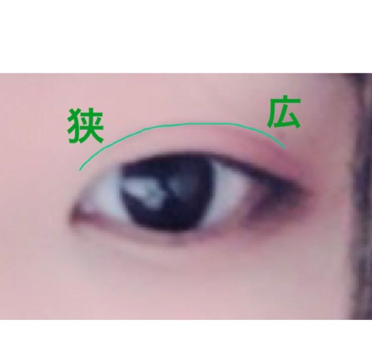 【アイメイク】  韓国風よく分かってませんがそれっぽくやってみました。  二重幅を目頭が狭く目尻が広くなる末広がり型に広げます。 欲張らずに少しだけでOK