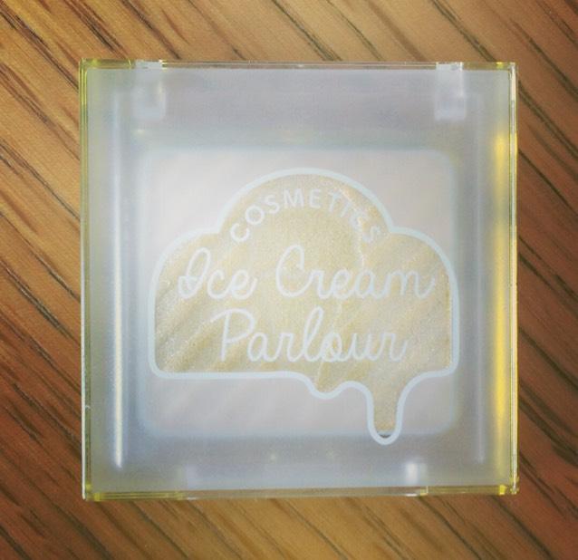 使用したイエローのアイシャドウです。 アイスクリームシリーズです