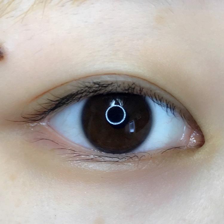 私のすっぴん目は奥二重……。これじゃあ眠たそうな目のまま!さて、二重にしていきましょう!