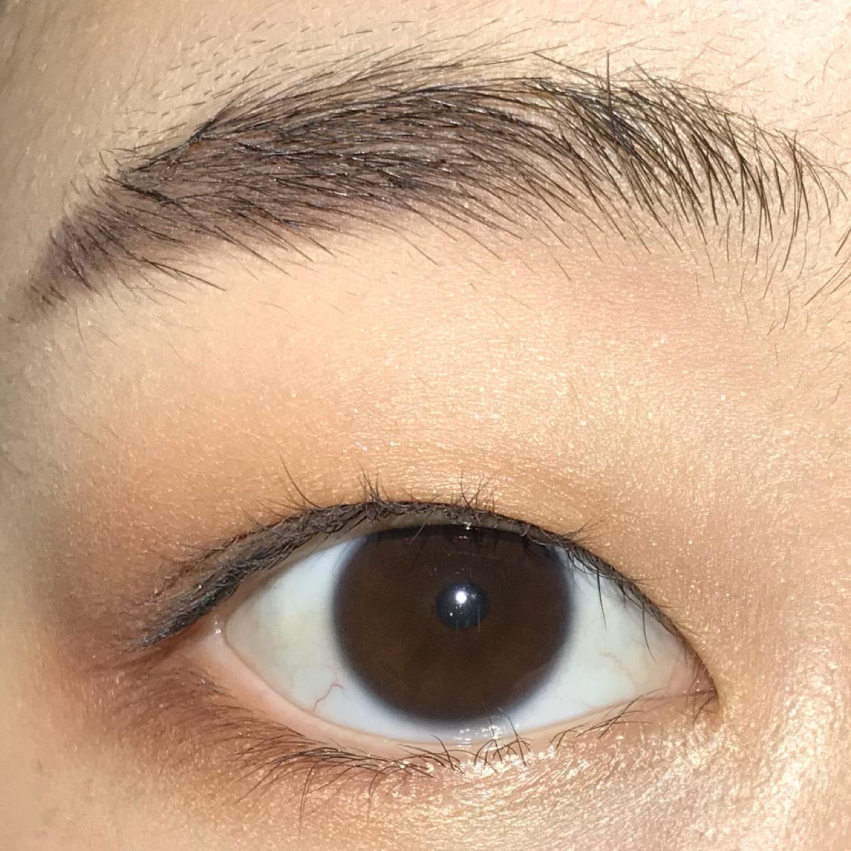 下瞼の目尻2/3にもCHANELの同じパレットの右上のカラーを入れます♪